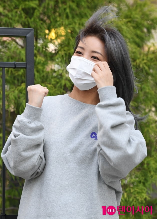 [TEN 포토] 유빈 '바람도 질투하는 미모'(재보궐선거)