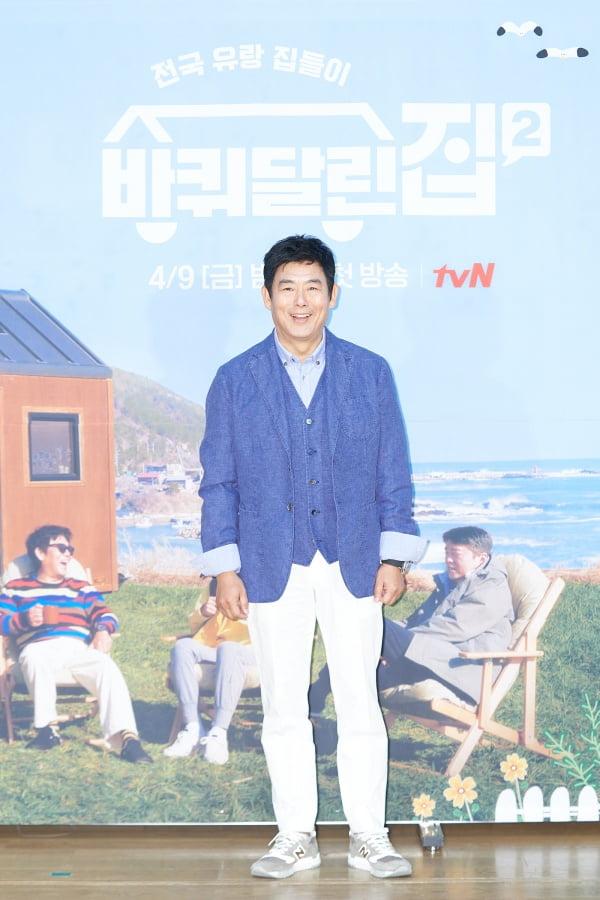 배우 성동일이 9일 오후 온라인 생중계된 tvN 새 예능프로그램 '바퀴 달린 집2' 제작발표회에 참석했다. /사진제공=tvN
