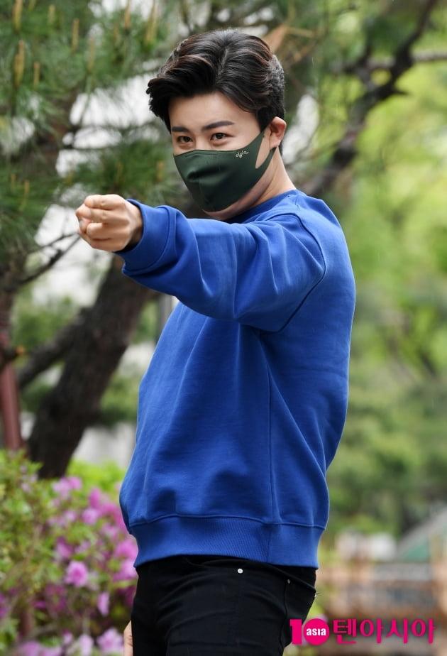 [TEN 포토] 진해성 '여심 저격 눈빛'
