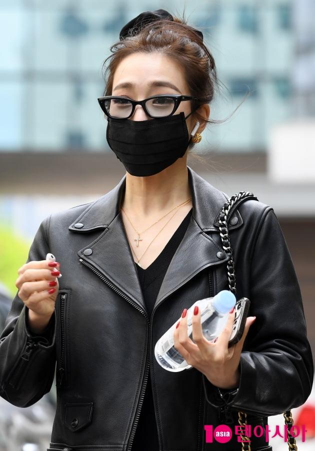 [TEN 포토] 티파니 영 '손이 하나인데 하트는 어쩌지...'