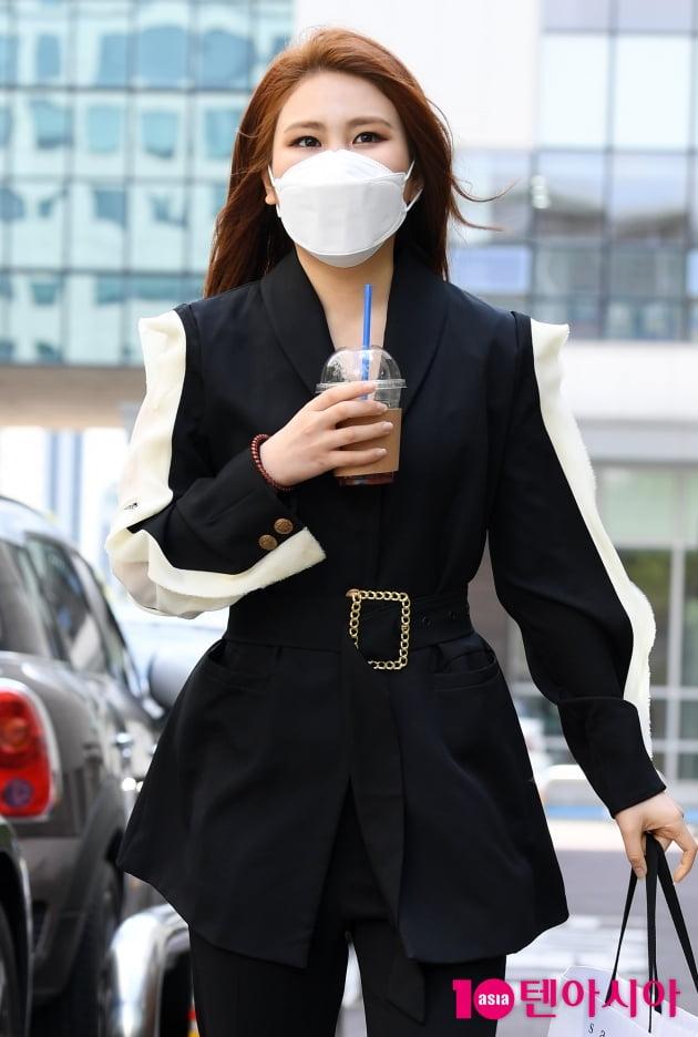 [TEN 포토] 최향 '싱그러운 출근길'