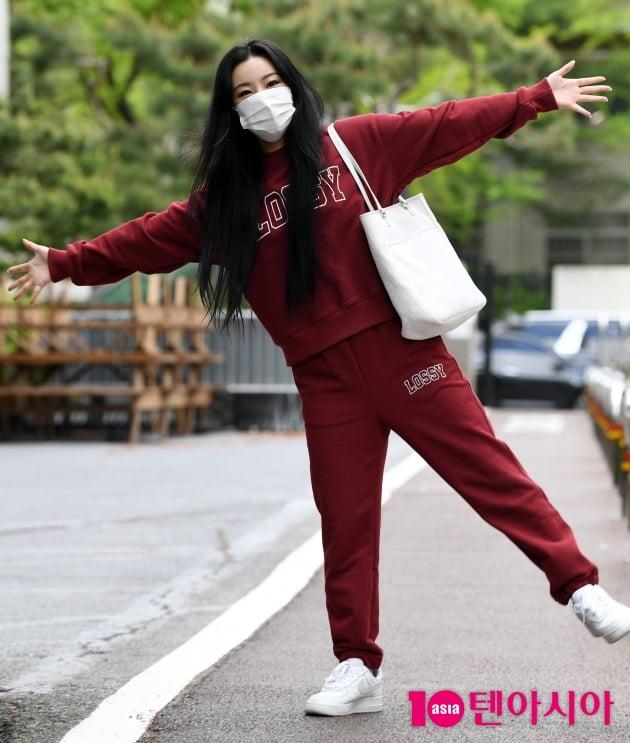 [TEN 포토] 마마무 휘인 '솔로곡 '레드'랑 깔맞춤 패션으로'