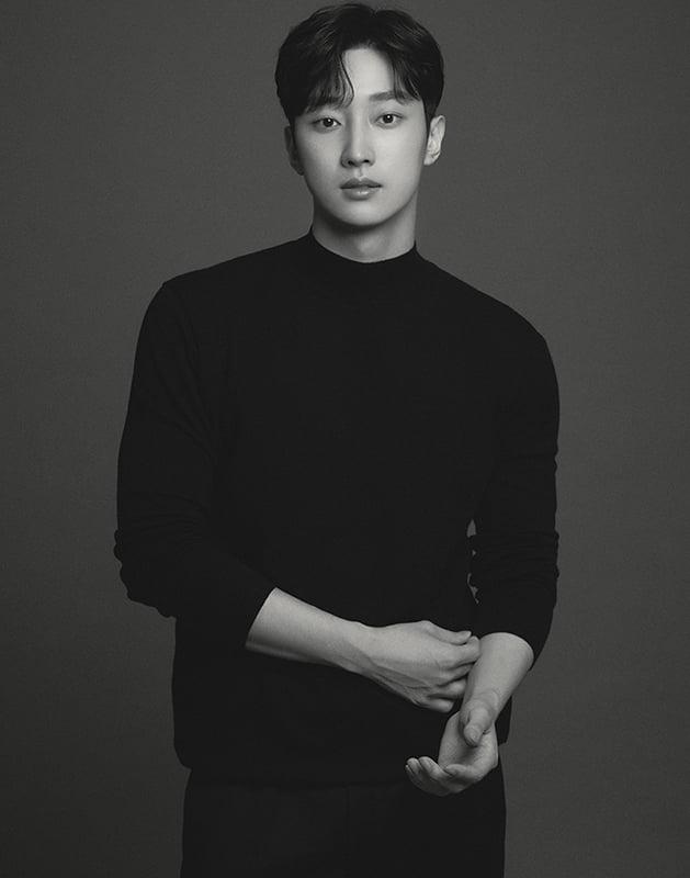 B1A4 출신 진영, 성숙미 물씬