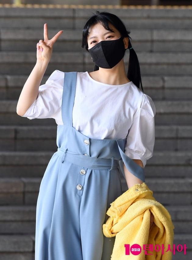 [TEN 포토] 요요미 '청량함 넘치는 브이~'