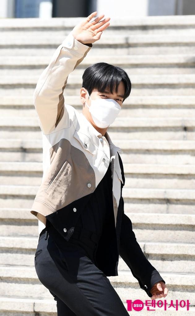 [TEN 포토] 정용화 '한류스타의 멋진인사'