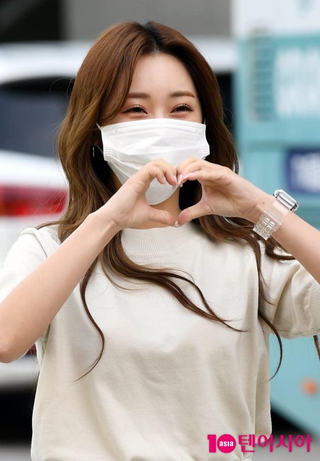 [TEN 포토] 홍지윤 '심쿵 하트'
