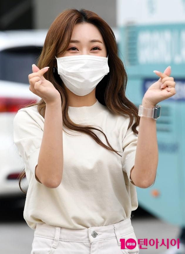 [TEN 포토] 홍지윤 '하트도 깜찍해'