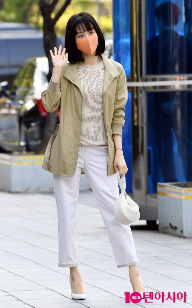 [TEN 포토] 박하선 '패션쇼? 출근길?'