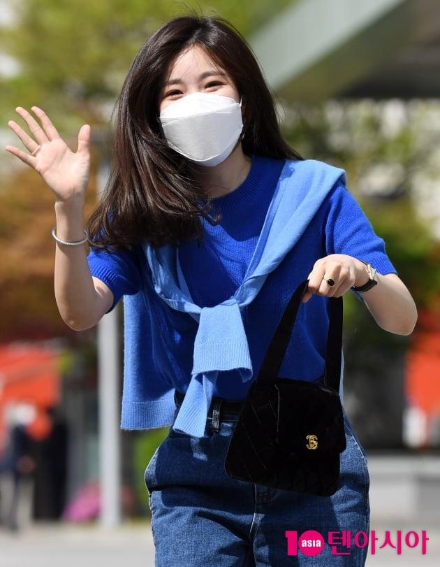 [TEN 포토] 다비치 이해리 '검정색 핸드백이 포인트'