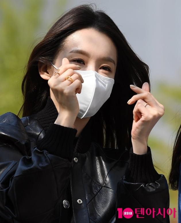 [TEN 포토] 다비치 강민경 '치명적인 하트'