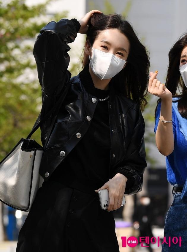 [TEN 포토] 다비치 강민경 '바람도 질투하는 미모'
