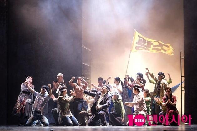 뮤지컬 '광주' 광주 시민들이 시위를 벌이는 장면.