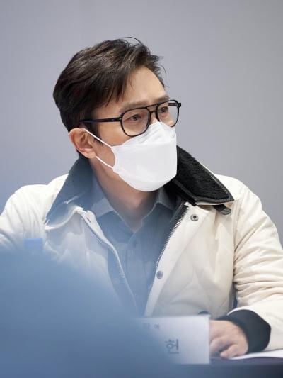 이병헌, '영탁' 된다…'콘크리트 유토피아' 크랭크인