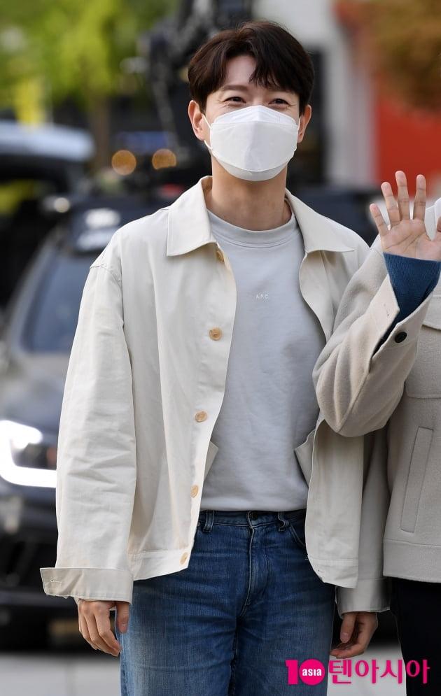 [TEN 포토] 포레스텔라 배두훈 '애교 눈웃음 발사'