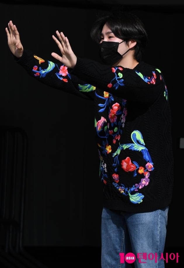 [TEN 포토] 김희재 '팬들 반가워요'