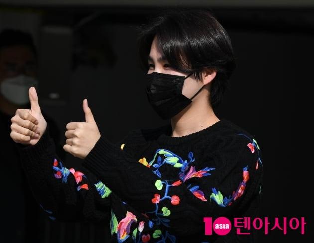 [TEN 포토] 김희재 '따라따라와 최고'