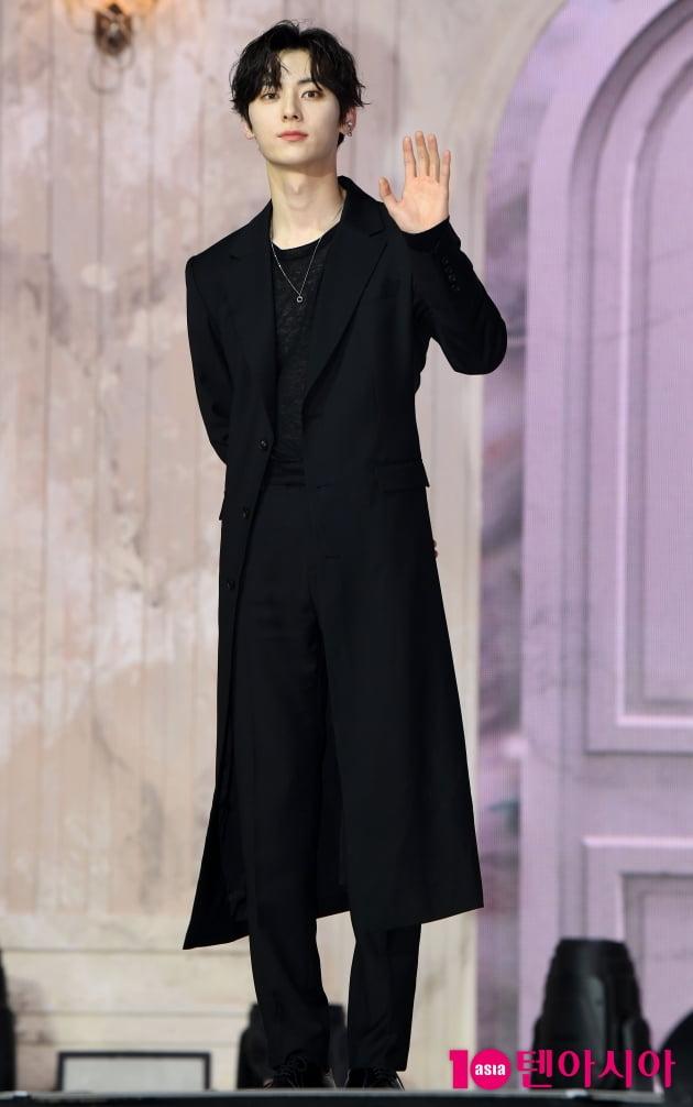 [TEN 포토] 뉴이스트 민현 '살면서 한 번은 말 걸어보고 싶은 잘생김'