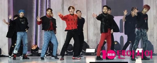 [TEN 포토] 뉴이스트 '화려한 컴백 쇼케이스 '