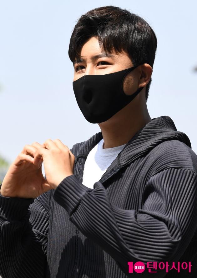 [TEN 포토] 진해성 '여심 저격하는 하트'