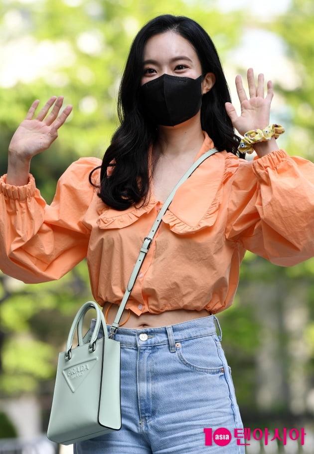 [TEN 포토] 김나희 '배꼽 살짝드러내고'