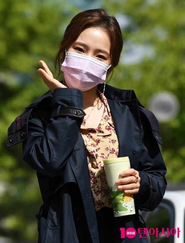 [TEN 포토] 홍자 '봄햇살과 어울리는 꽃 '