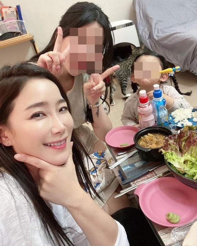 배우 김하영(왼쪽)과 박재현의 아내/ 사진=인스타그램