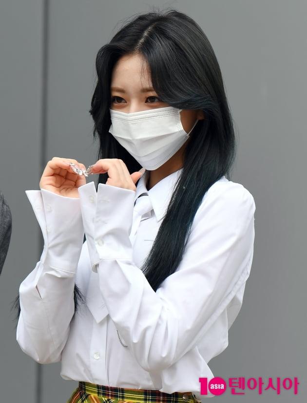[TEN 포토] 있지 유나 '눈 마주치면 심쿵'