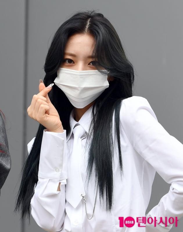 [TEN 포토] 있지 유나 '싱그러운 하트'