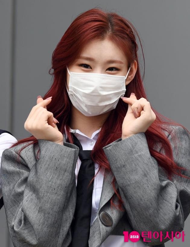 [TEN 포토] 있지 채령 '귀여운 하트'