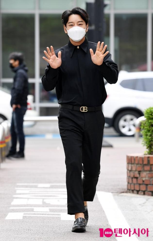 [TEN 포토] 황치열 '해피바이러스 출근길'