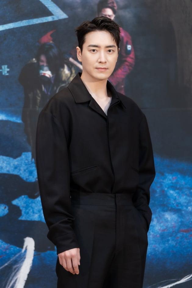 배우 이준혁이 26일 오후 온라인 생중계된 OCN 새 금토드라마 '다크홀' 제작발표회에 참석했다. /사진제공=OCN