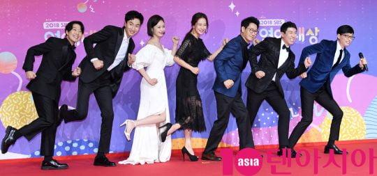 배우 이광수(왼쪽 두번째)와 '런닝맨' 멤버들/ 사진=텐아시아DB
