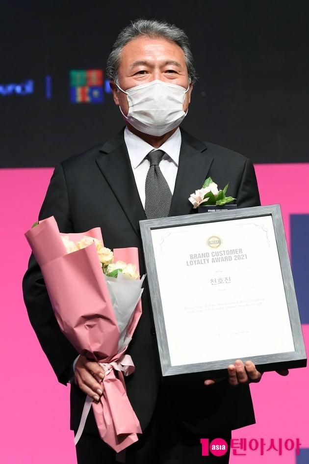 [TEN 포토] 천호진 '브랜드대상 국민배우상 수상'