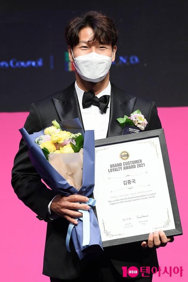 [TEN 포토] 김종국 '브랜드대상 엔터테이너상 수상'