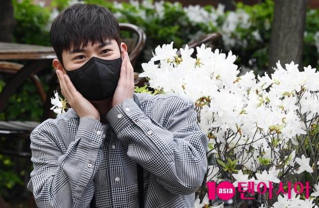 [TEN 포토] 라포엠 유채훈 '마성의 유채꽃'