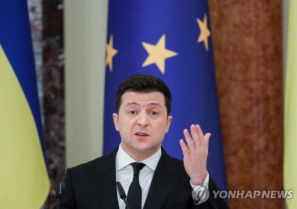 """바이든, 우크라 대통령과 통화…""""우크라 주권 변함없이 지지"""""""