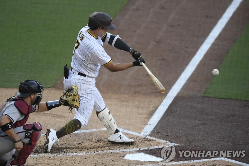 '첫 선발' 김하성, MLB 마수걸이 안타·타점·멀티히트 폭발(종합2보)
