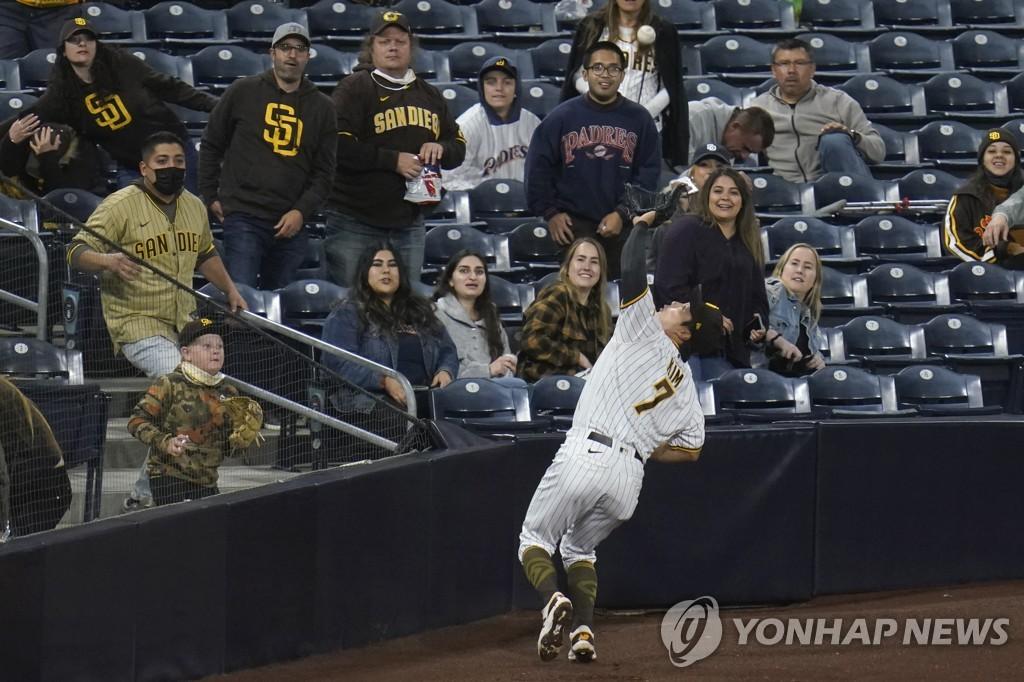 김하성, 닷새 만에 선발 출전해 1안타 1사구 멀티출루(종합)