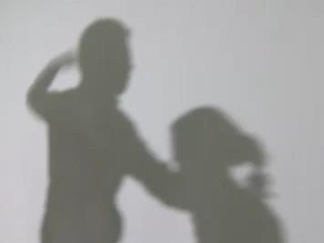 동거녀 눈 피해 8살 의붓딸에게 주먹 휘두른 20대 입건