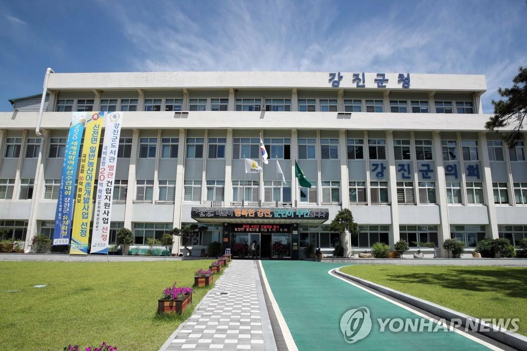 [2보] 경찰, '공무원 부동산 투기' 강진군청 압수수색