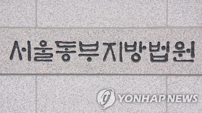 '여성팬 불법촬영' 가수 더필름 징역 1년2개월…법정구속