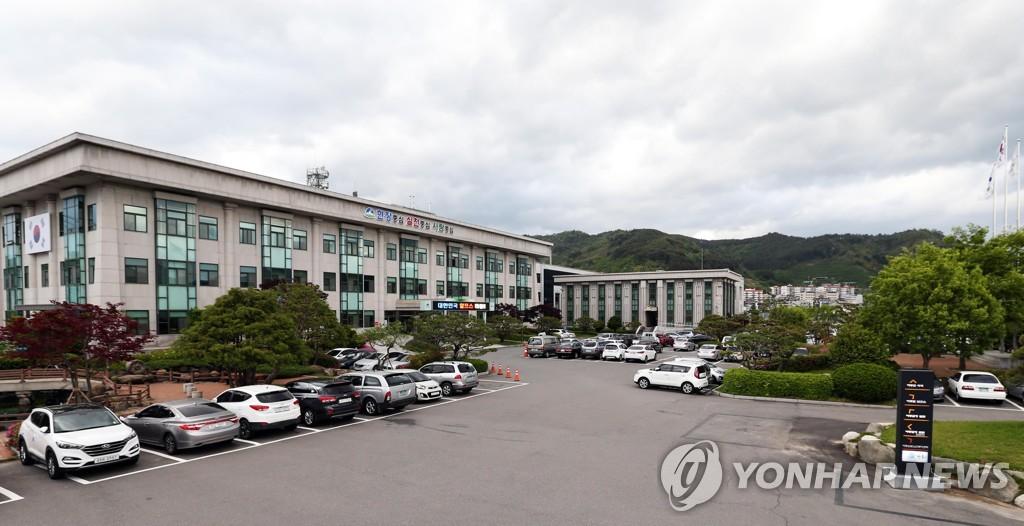 '코로나 속 근무시간 술판' 하동군수·공무원 징계 요청