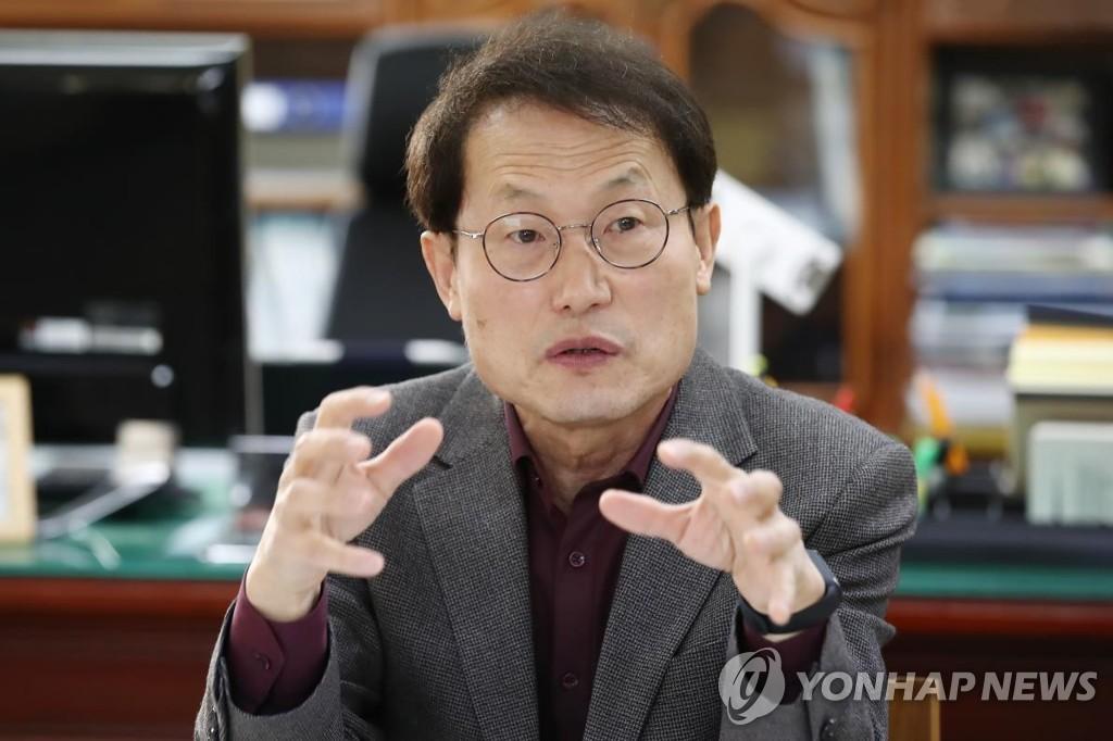 """野, 조희연 '해직교사 특채'에 """"교사 지망생 눈물 짓밟아"""""""