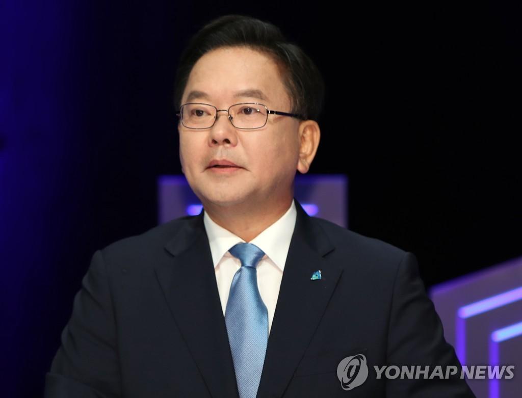 [2보] 문대통령, 세번째 총리에 김부겸…5개 부처 개각
