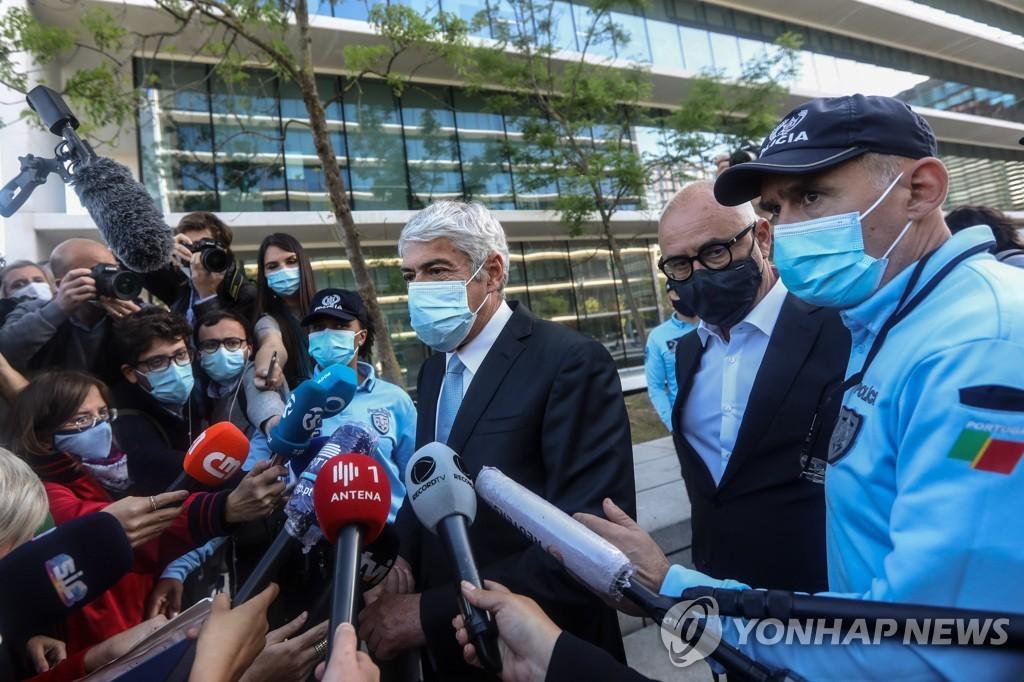 포르투갈 전 총리, 돈세탁·문서위조 혐의로 법정에