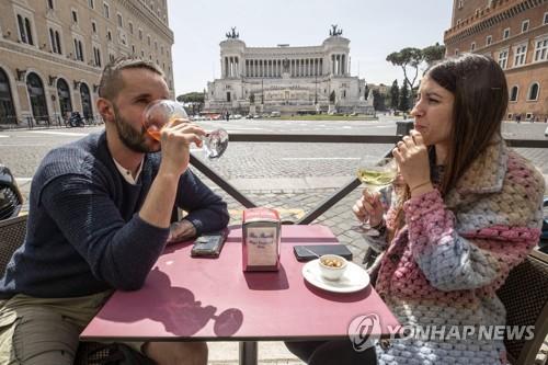 [사진톡톡] '이게 얼마만의 외식이야'…규제 푼 로마 풍경
