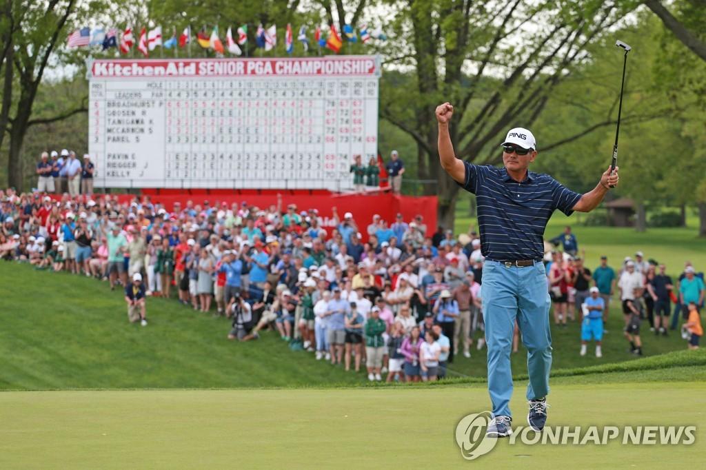 시니어 PGA 챔피언십, 하루 8천명 관중 허용