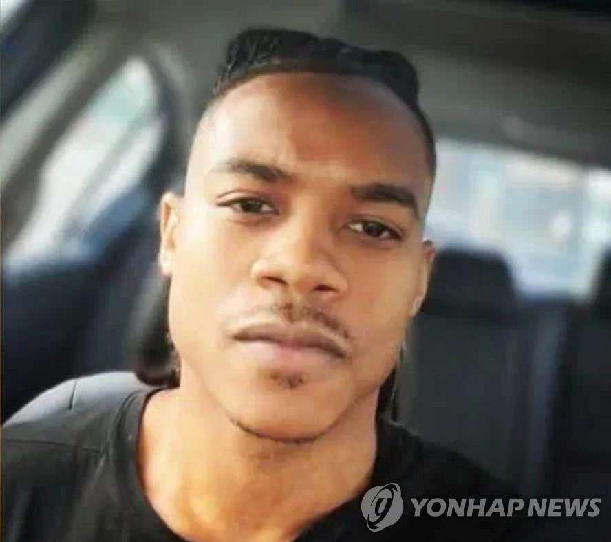 美의사당에 차돌진해 경찰 1명 숨져…숨진 용의자 25세 흑인남성(종합)
