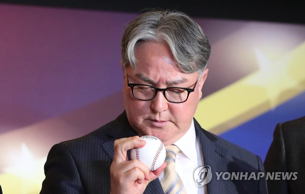 김경문 야구대표팀 감독, 3일 잠실 개막전 시구