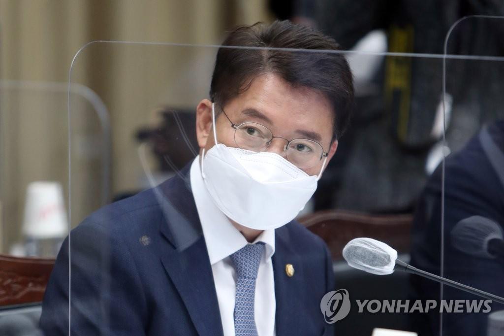 """'갑질·막말' 논란 김수흥 """"사실무근…노하우·경험 알린 것"""""""